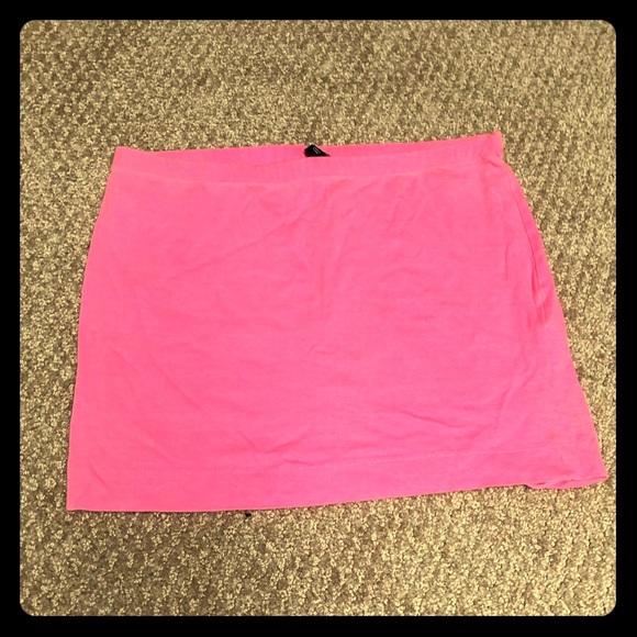 H&M Dresses & Skirts - Hot pink mini skirt 🔥